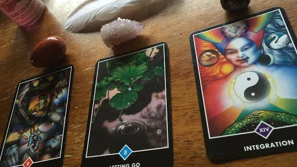 Free Full Strawberry Moon and Summer Solstice Card and Crystal Reading